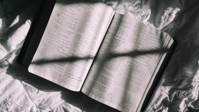 3 Salmos para leer cuando no puedes dormir en la noche