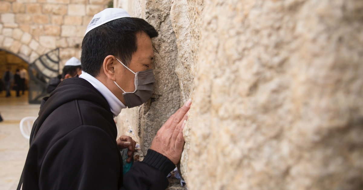 Hundreds Gather at Western Wall to Pray for China, End to Coronavirus