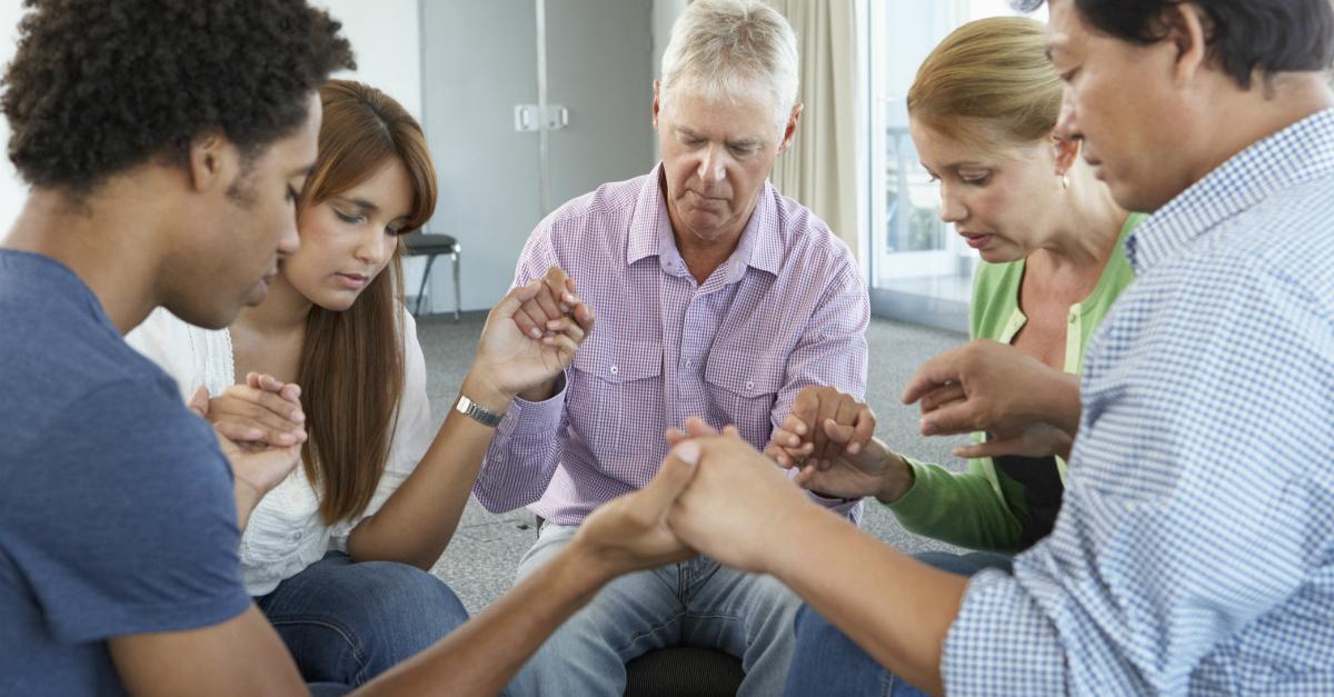 ¿Cómo puedo orar por mis seres queridos que no son salvos?