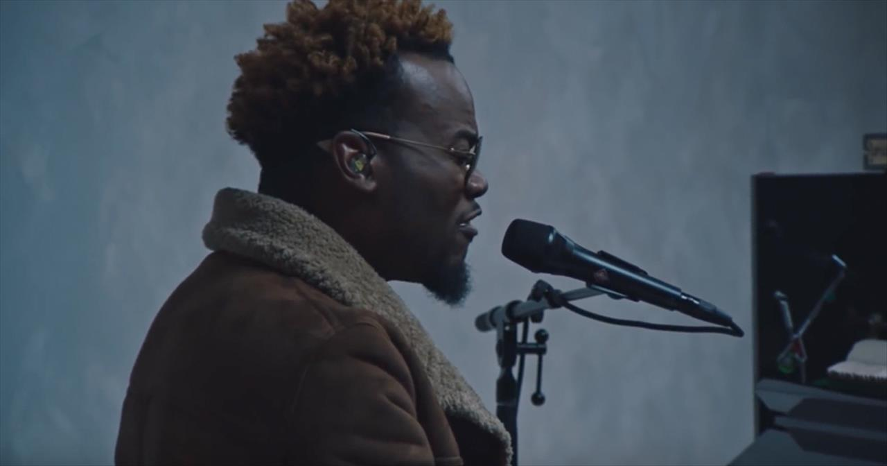 Watch Travis Green's Live Rendition of 'Perform'